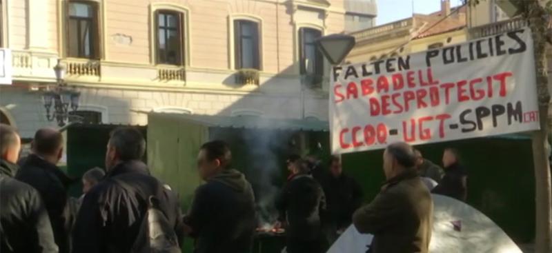 Secció Sindical SPPM Cat de l'Ajuntament de Sabadell-Acampada de policies locals per reclamar millores